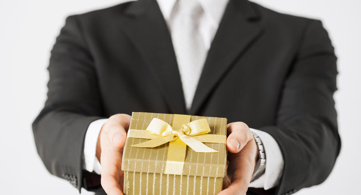 Не часами едиными: ТОП-5 подарков от украинских чиновников