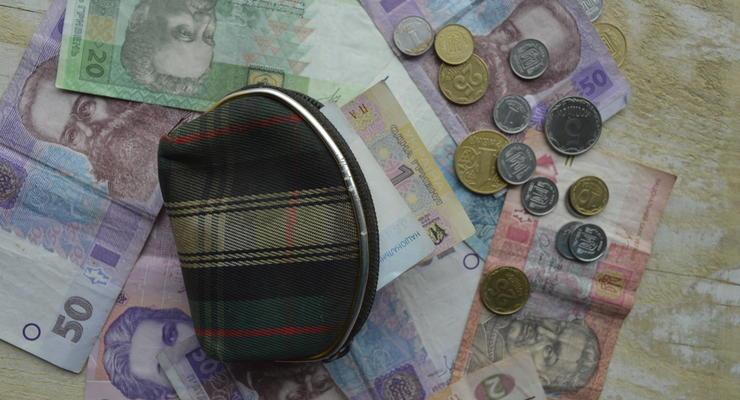 Валютные сбережения в украинских банках немного выросли в цене