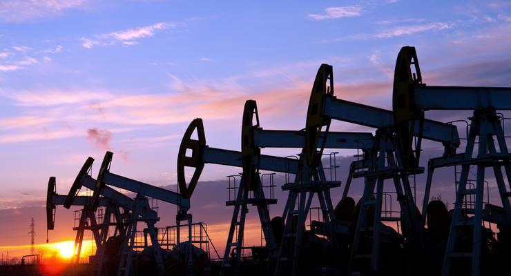 Нефть Brent торгуется выше 56 долларов за баррель
