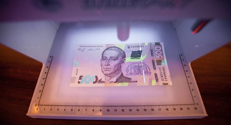 Украину наводнили поддельные 500 гривен: как распознать фальшивку