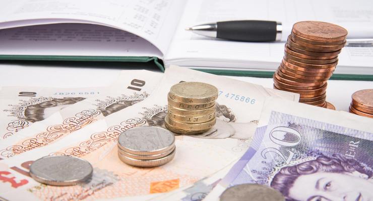 Фунт упал до минимума трех месяцев из-за страхов о жестком Brexit