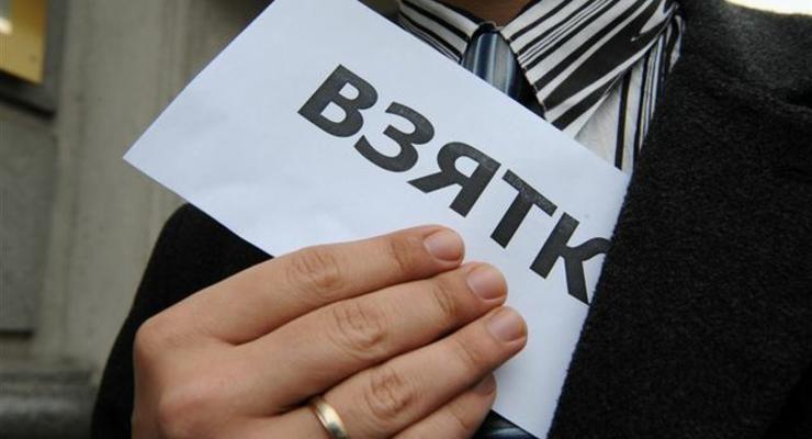 Названы отрасли в Украине с наибольшим количеством взяток