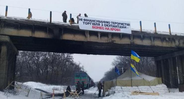 Укрзализныця назвала сумму убытков от блокады дороги в зону АТО
