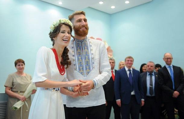 Теперь каждый украинец сможет зарегистрировать брак за сутки