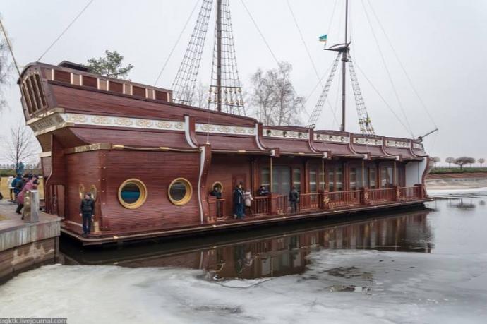Плавучий ресторан Януковича арестовали