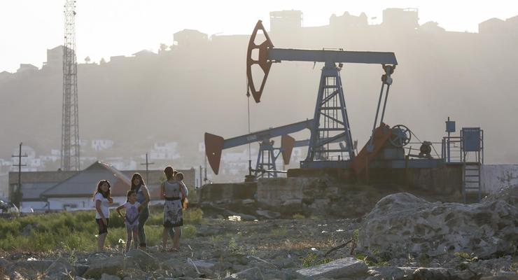 Нефть торгуется выше 56 долларов за баррель