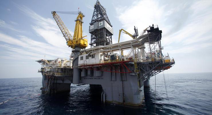Почему нефть в цене падает, а бензин дорожает