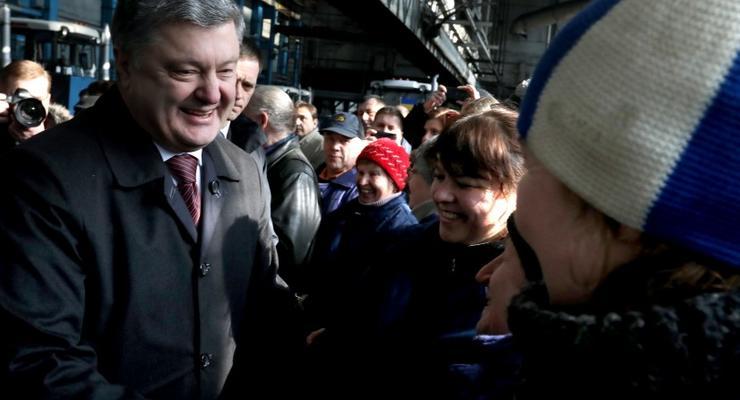 ТОП-15 верных друзей: кто доверяет деньги банкам Левочкина и Порошенко