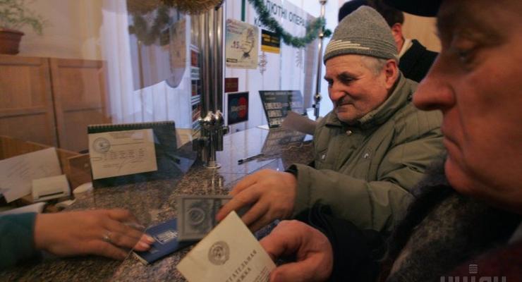 Украинцам не придется выбирать между пенсией и зарплатой