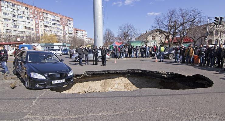 Как отсудить компенсацию при повреждении машины из-за ямы