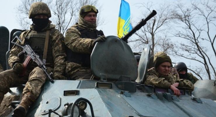 Порошенко пообещал зарплату 14500 гривен бойцам на передовой