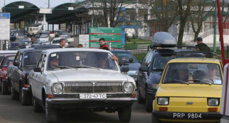 По дешевке: сколько иномарок и почем успели купить украинские водители