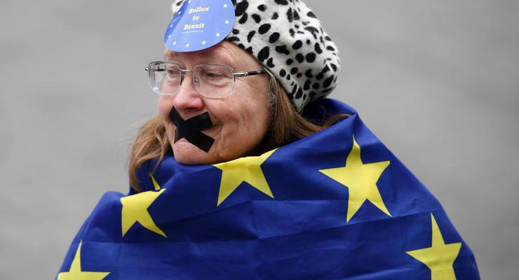 ЕС не будет списывать долги Греции в размере 300 миллиардов евро