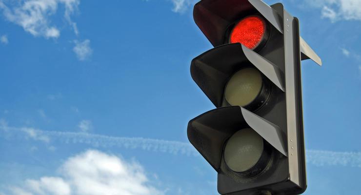 Украинцев могут заставить ездить на красный свет светофора