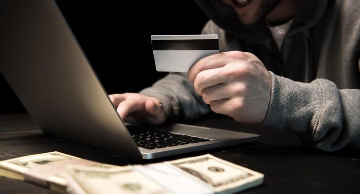 Украинцев массово обманывают аферисты под видом банкиров и чиновников
