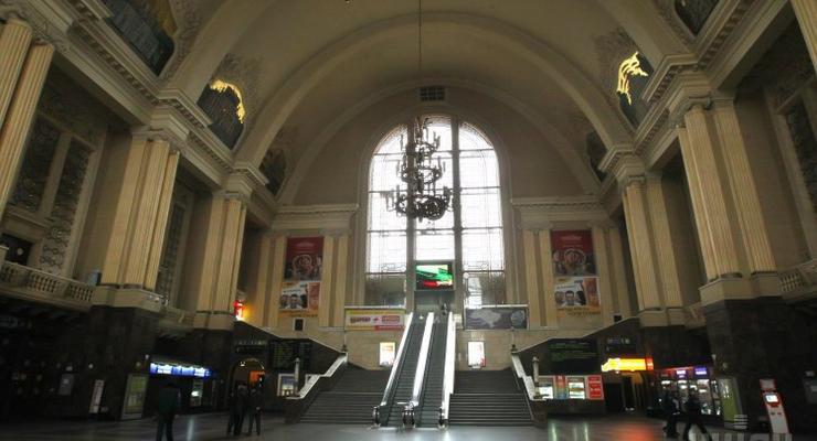 Укрзализныця установит на вокзалах терминалы для продажи билетов