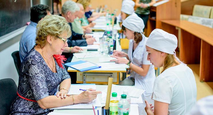 Украинских студентов-медиков освободили от обязательной отработки