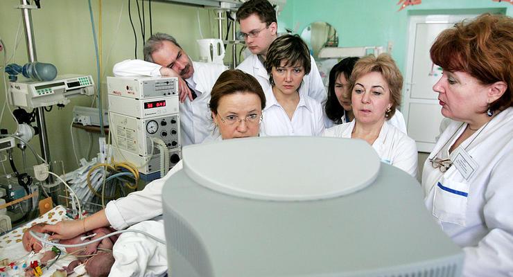 Украинские врачи уходят из государственных больниц в частные