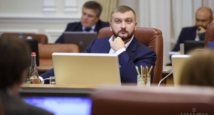 Миллионные откаты: как оправдывался министр Петренко