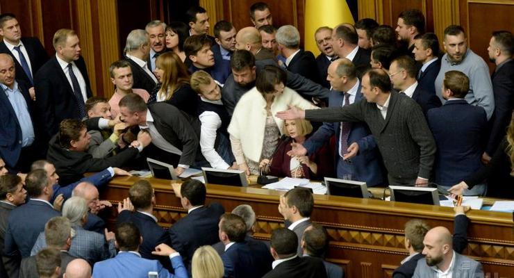 Народные депутаты хотят поднять себе зарплаты в 2 раза