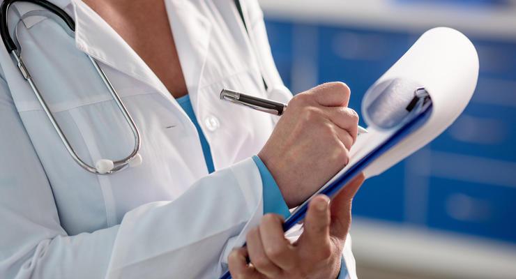 Больше 18 тысяч: украинским врачам поднимут зарплаты