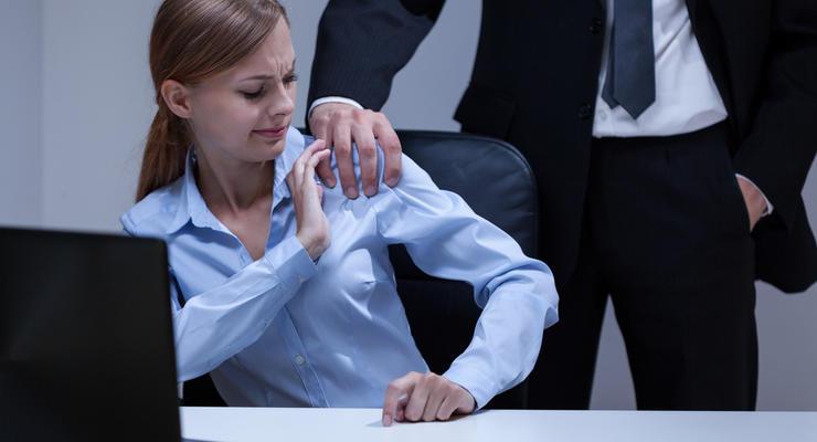 Как украинкам защититься от сексуального домогательства на работе