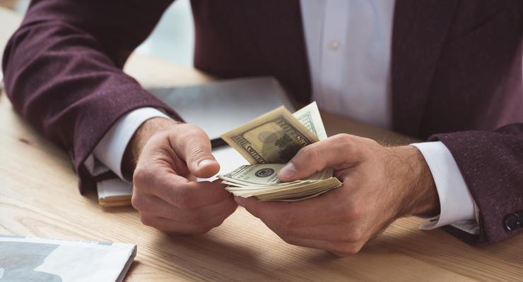 Впервые украинцы купили больше валюты, чем продали