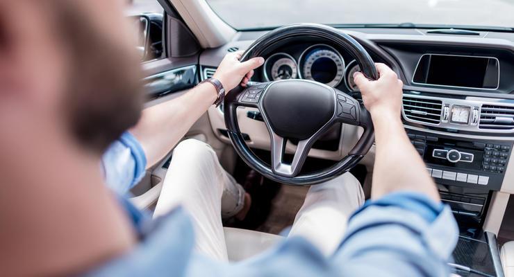 Как в Украине наказывают владельцев нерастаможенных авто