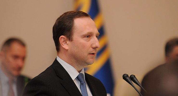 Зарплата чиновника из АП Райнина в два раза больше, чем у Порошенко