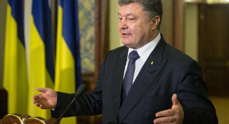 Фирмы Порошенко продали Украине страховку и шоколад