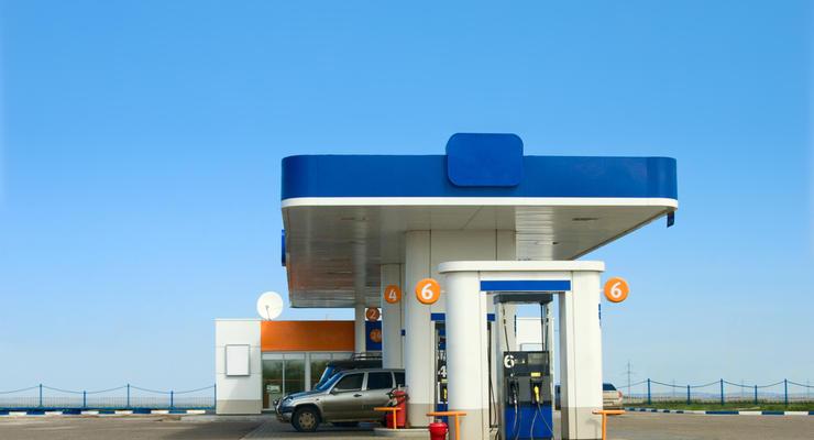 Бензин дешевеет в некоторых сетях АЗС