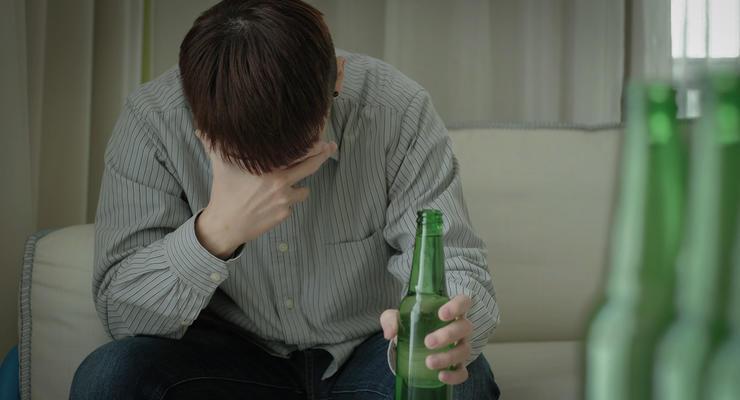 Украинцы тратят на алкоголь и сигареты больше, чем на здоровье