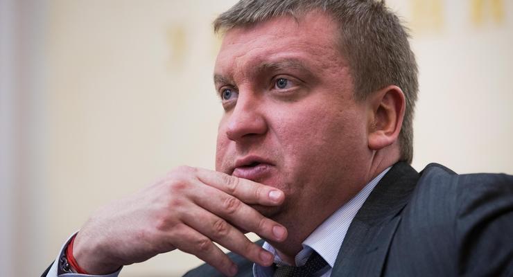 Сколько заработал в марте министр юстиции Петренко