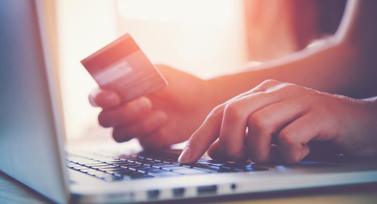 Как выбрать дебетовую платежную карту