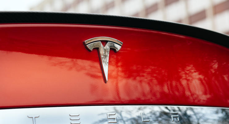 Tesla получила рекордный убыток