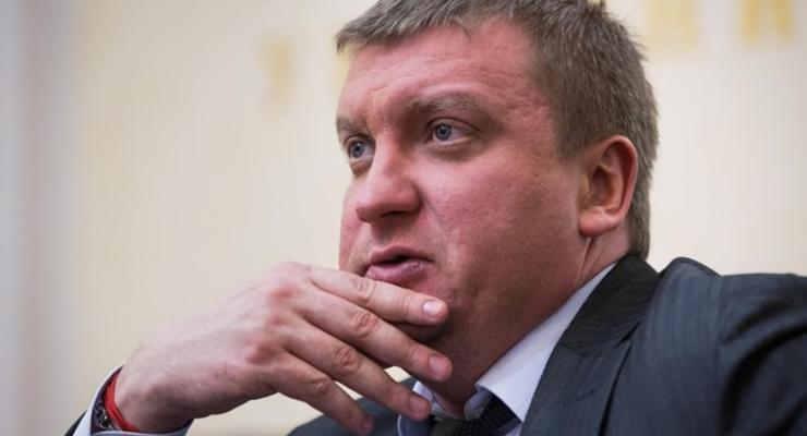 Сколько заработал в апреле министр юстиции Петренко