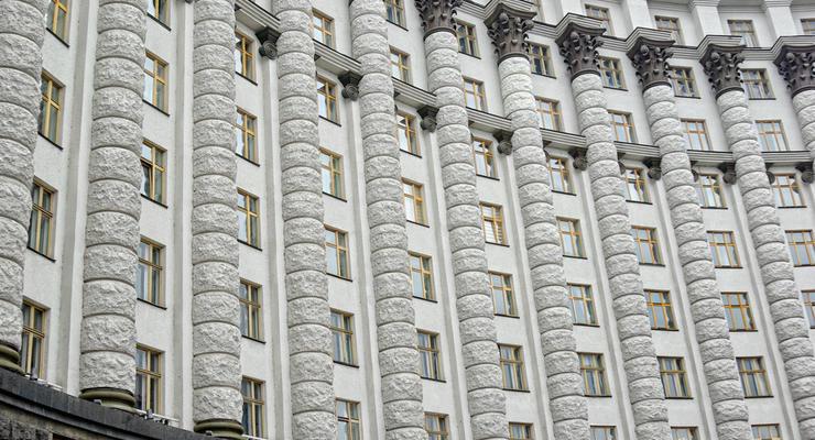 Кабмин заложил курс гривны в бюджетную резолюцию на 2019-2021 года