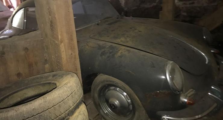 """В США выставили на продажу редкий спорткар Porsche, """"забытый"""" в гараже"""