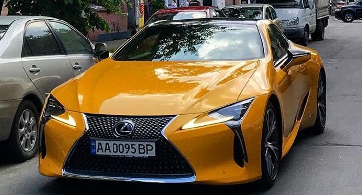 Чиновник Рады купил спорткупе Lexus за 2,4 млн гривен