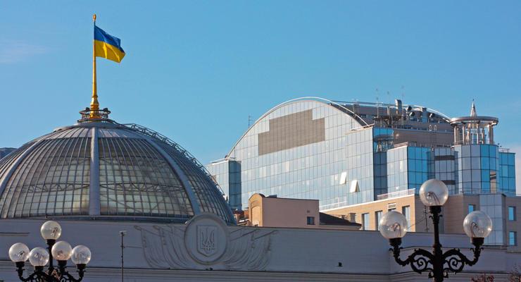В Киеве впервые за 45 лет проводят ремонт купола Рады