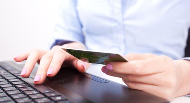 В оккупированном Крыму прекратили выпуск карт Visa и MasterCard