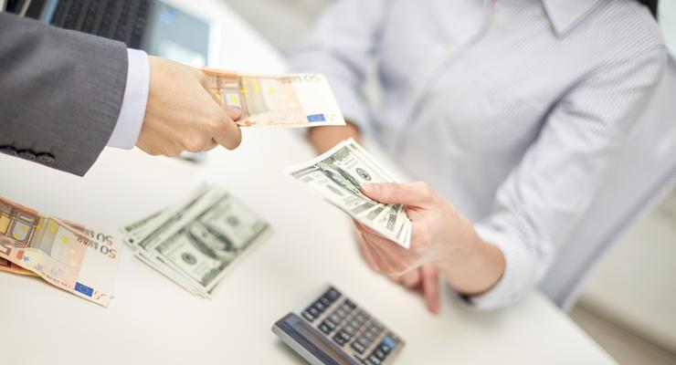 Украинцы в 2018 году купили рекордное количество валюты за 4 года