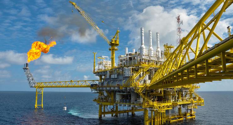 Нефть - дешевеет, бензин - растет