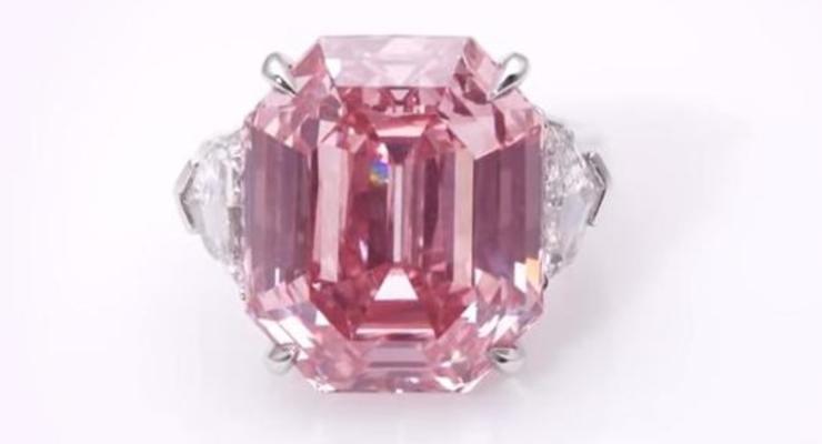 Огромный розовый алмаз ушел с молотка за рекордные 50 млн долларов