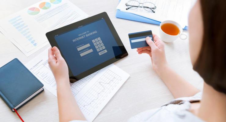 Украинцы все больше пользуются платежными картами