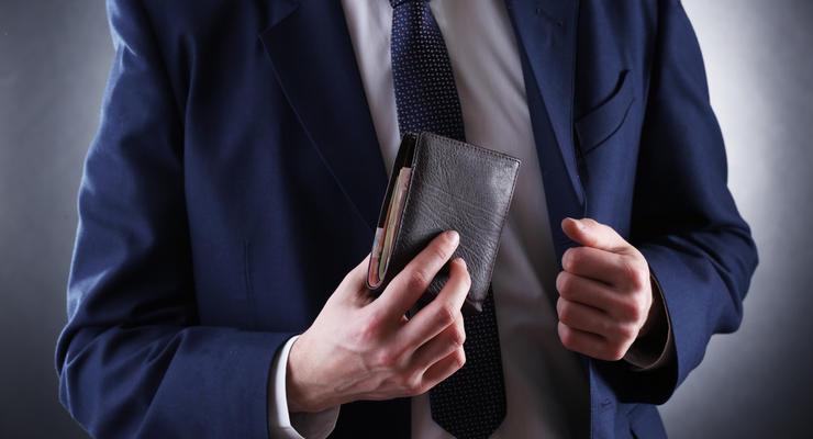 В октябре Кириленко получил зарплату в 2,5 раза выше оклада