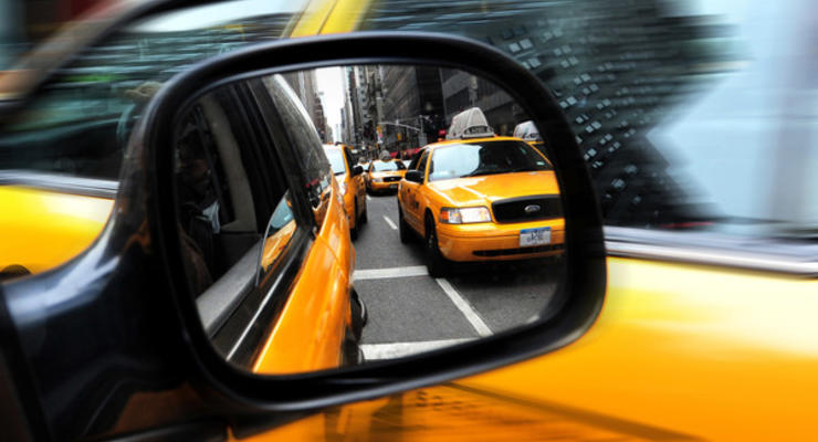 Госбюджет недополучает 4 млрд гривен ежегодно из-за таксистов в тени