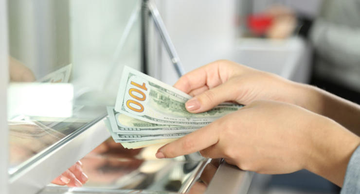 Теперь украинцы могут обменивать валюту в терминалах и банкоматах