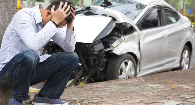 Совет юриста: Как водителю добиться компенсации за поврежденное авто при наезде на яму