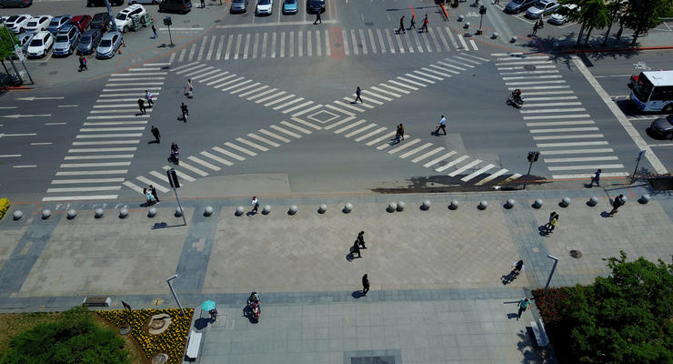 На украинских дорогах могут появиться диагональные пешеходные переходы